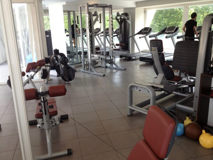 The weight room in Lungotevere Fitness.