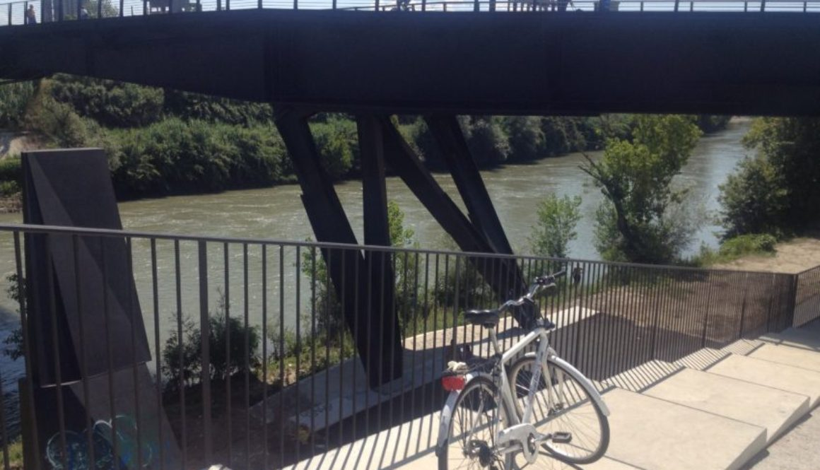 "The ""path"" leading to the bike path along the Tiber River."