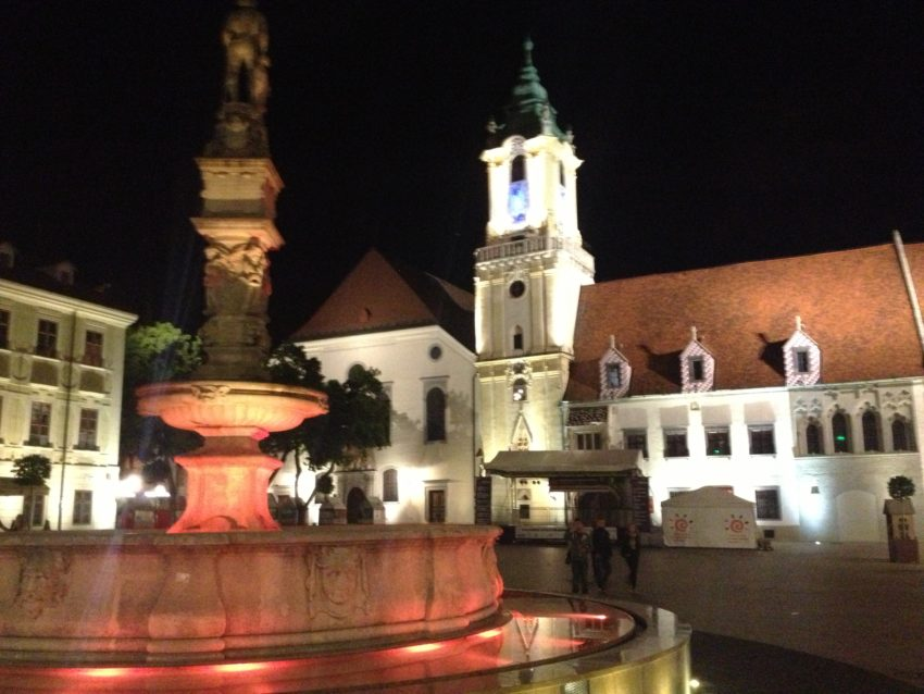 Roland's Fountain and St. Marin's Cathedral.