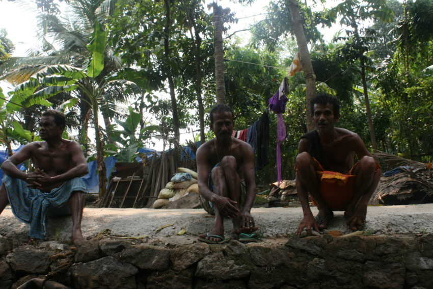 Men, Backwaters bank