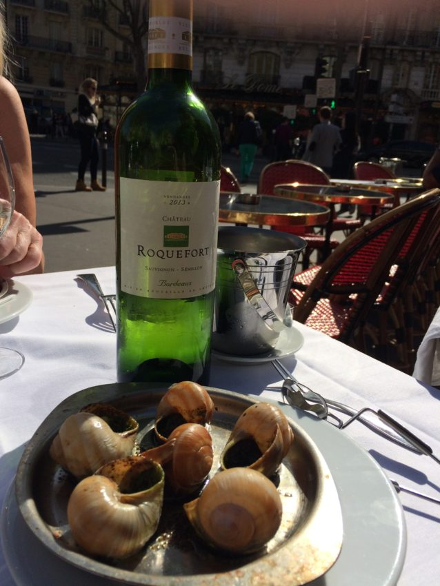 My lunch at La Rotonde: Sauvignon Blanc from Bordeaux, Burgundy escargot in garlic sauce and leg of lamb.