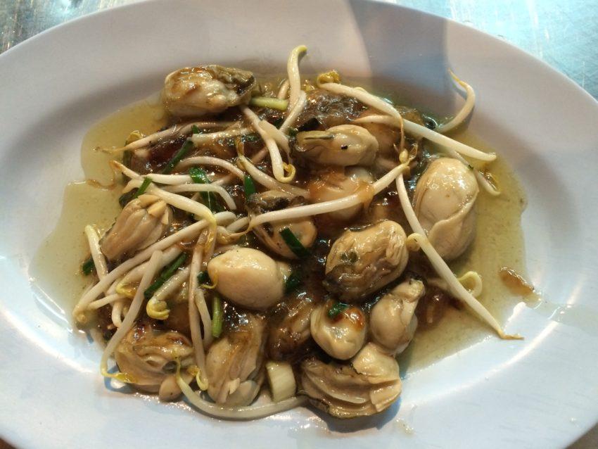 Fried oysters at Nai Mong Hoi Thod.