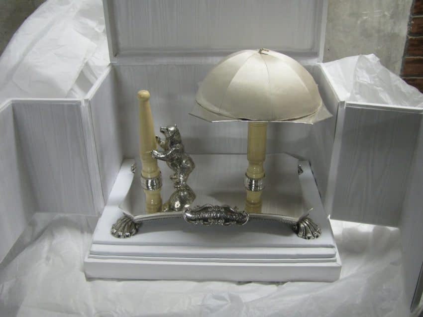 The base used for the pope's hat and ring.