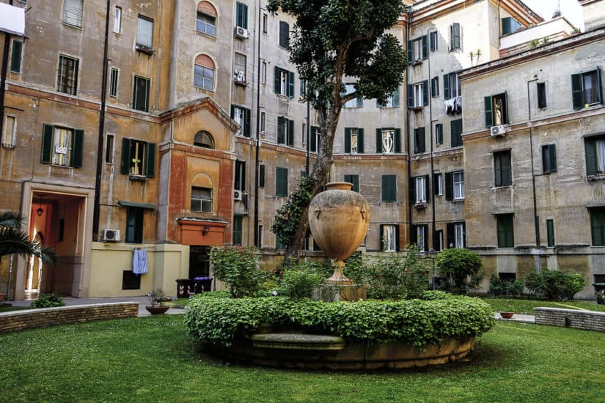 A courtyard in Testaccio. Photo by Marina Pascucci