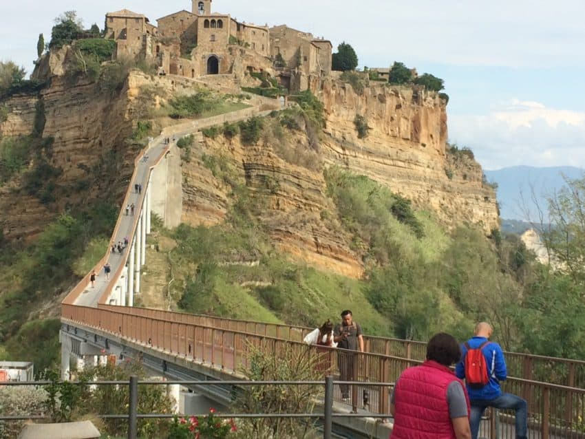 The population of Civita di Bagnoregio ranges from 7 to 100.