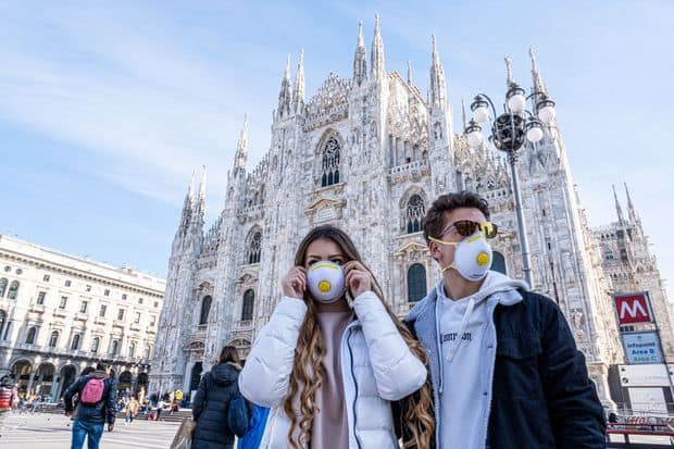 People wearing masks in Milan against the coronavirus.