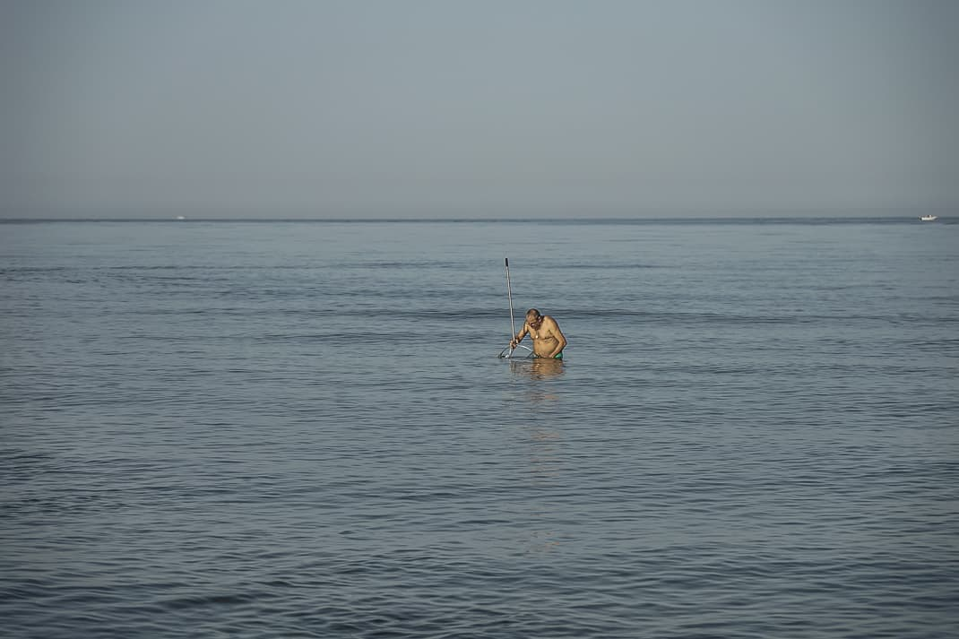 Clamming before the crowds come in the early morning in Fregene.