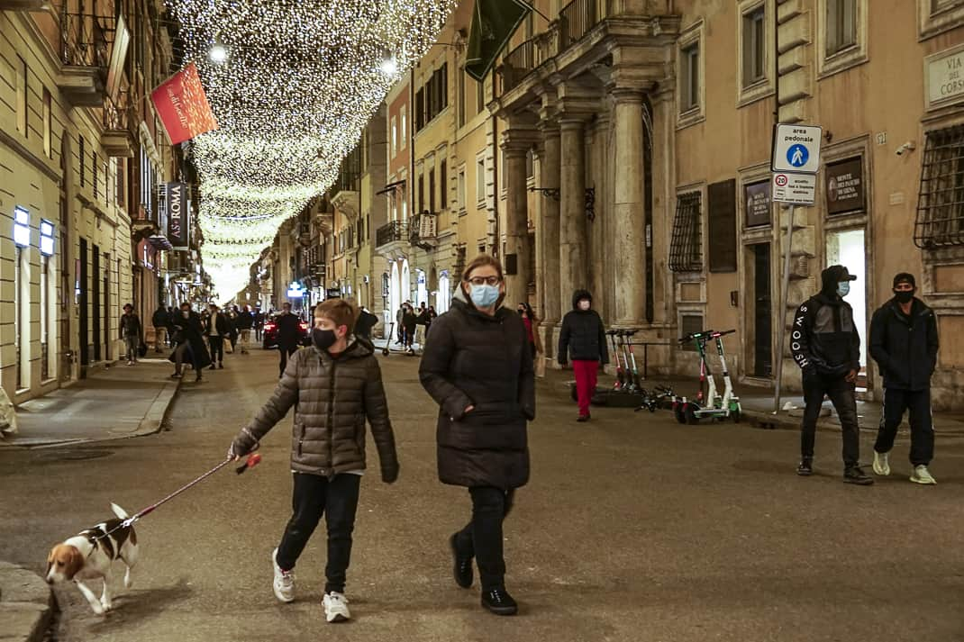 Fines for not wearing a mask in Rome range from 400-1,000 euros.