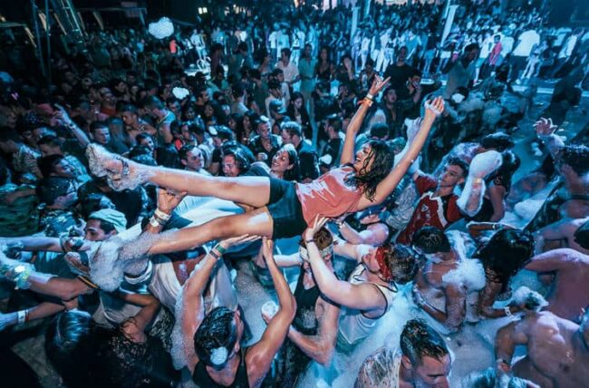 Nightlife-in-Cancun-at-Mandala-Beach-Club