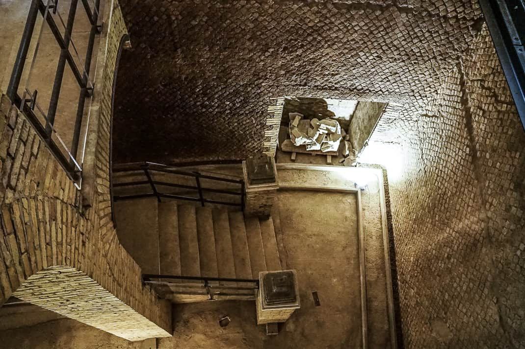 Inside the mausoleum are two flights of stairs.