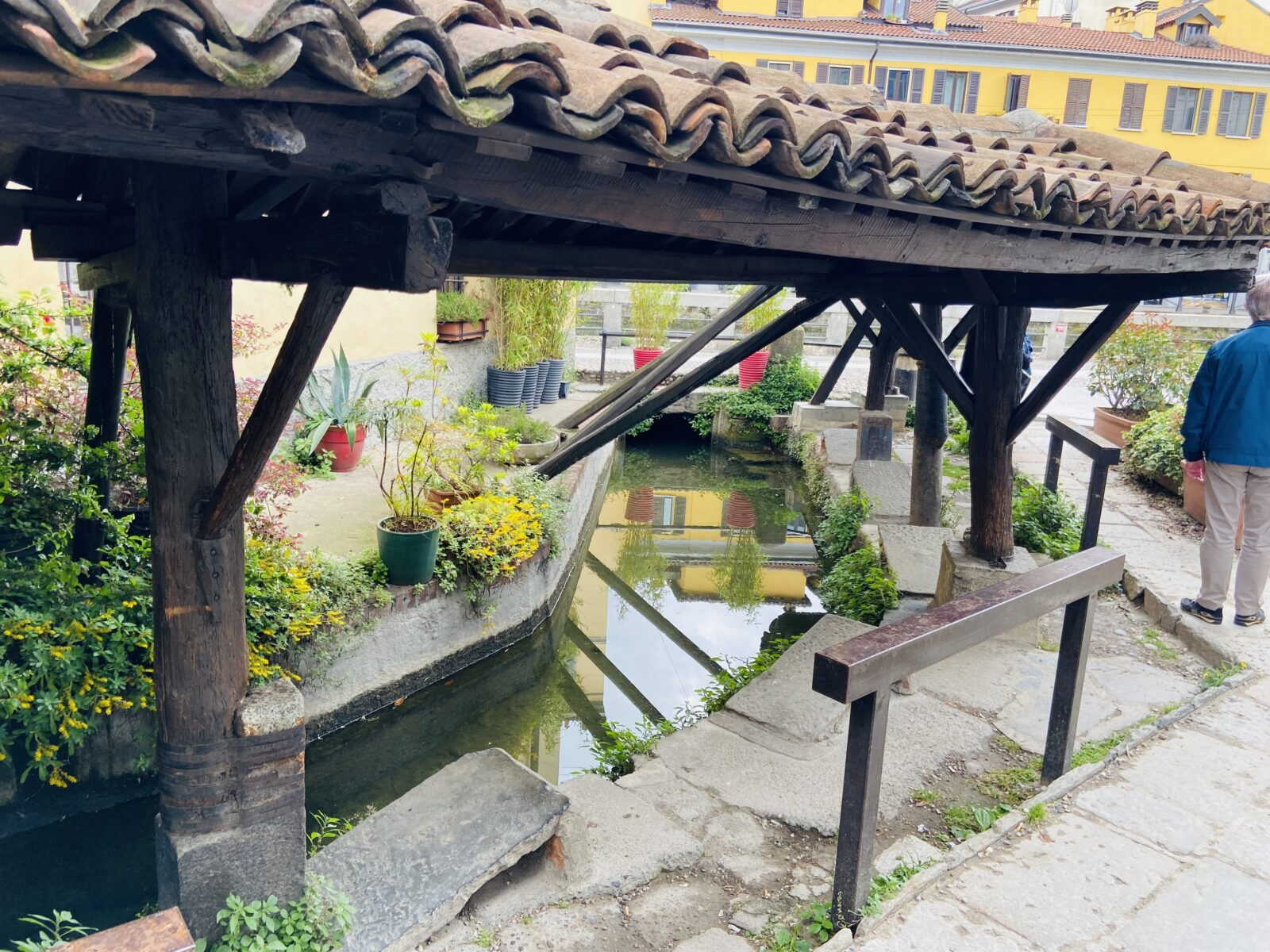 The mini canal on Via dei Lavandai.