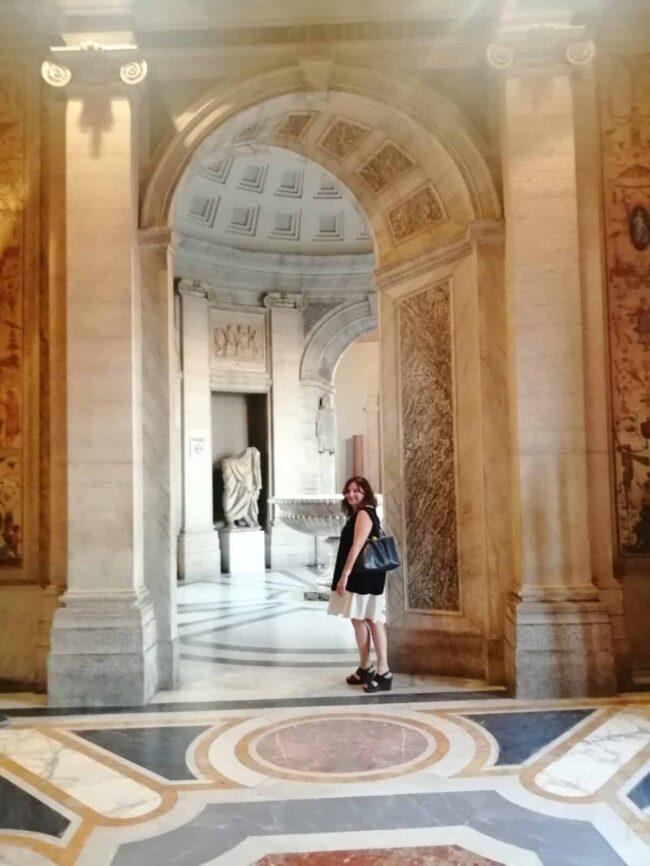 Nadia empty Vatican Museum
